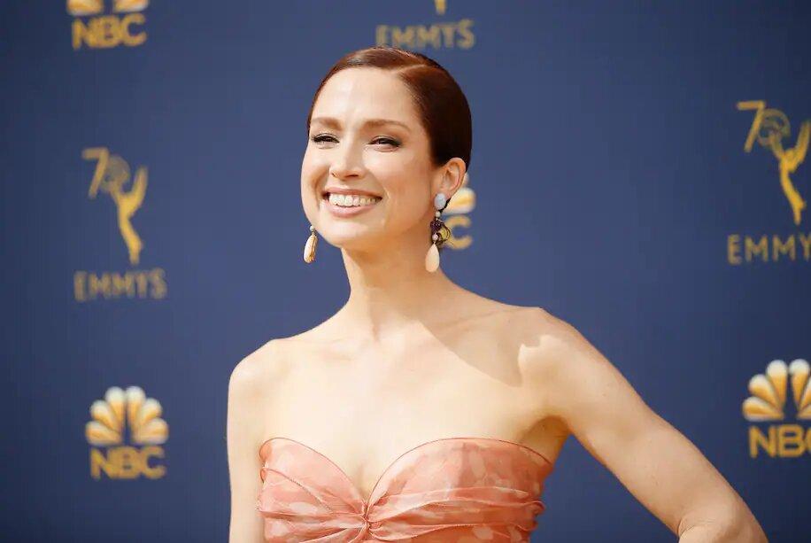 """La actriz Ellie Kemper se disculpa por participar en una gala con un pasado """"racista"""" y """"elitista"""""""